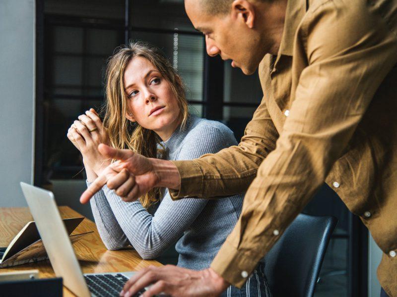 Perselisihan dengan Rekan Bisnis, Bagaimana Cara Penyelesaiannya Secara Hukum Bisnis?